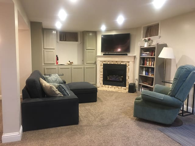Cozy private full basement apt - Midvale - Casa