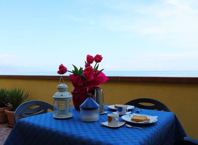 Delizioso appartamento sul mare. - Marchesana - Leilighet