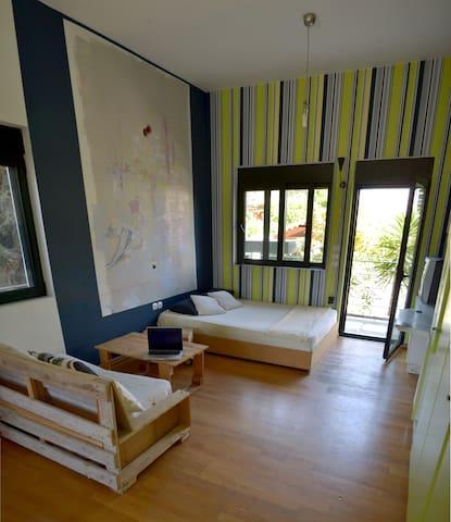 Bright apartment 500m from the sea - Porto Rafti - Casa