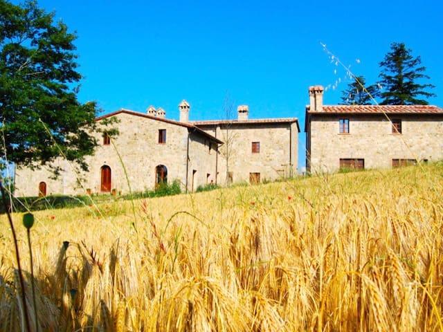 Hillside Tuscan Villa with Pool. - Roccalbegna - Huis
