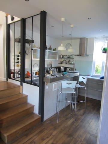 Charmante maisonnette 85m2 à 3 min des commodités - Ussel - Huis