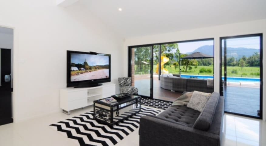 Luxury Family Home with Pool & View - North Nowra - Haus