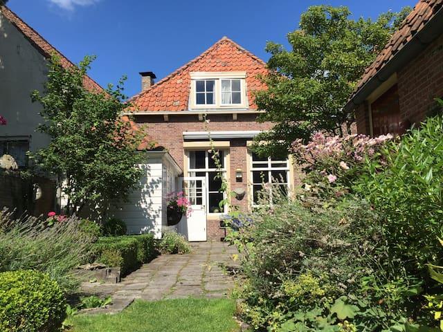 Charming historic home in Veere - Veere - Casa
