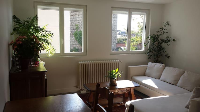Luminous flat 5 minutes by foot from hippodrome - Chantilly - Apartamento