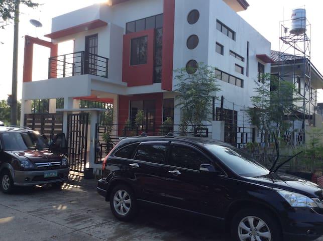 Cozy 3BR House for 6pax- 5 Mins. Drive to SM City - Iloilo City - Talo