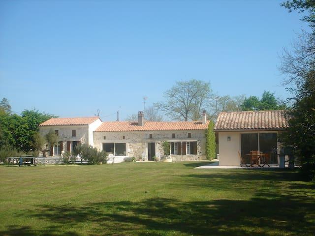 Au Bois Joli (Gîte Ti-Libellule) - Montlieu-la-Garde - Wohnung