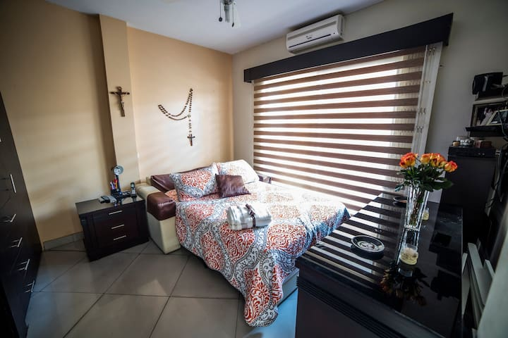Private Room #3 | Cozy Home | Ideal Location - Guayaquil - Hus