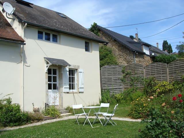 Maison morvandelle et son étang privé - Saint-Péreuse - Ev