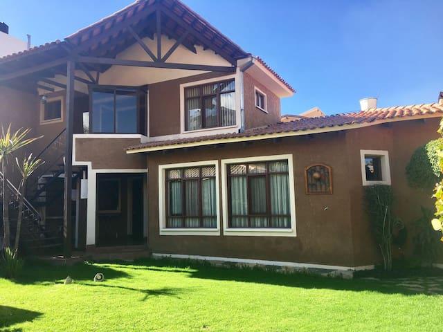 Dpto independiente con jardin en zona residencial - Cochabamba - Apartamento