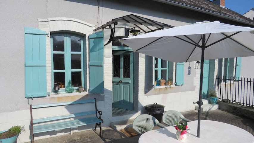 Quirky Cottage with Beautiful Views Vezere River - Vigeois - Huis