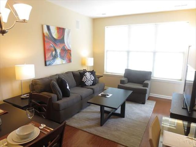 Lux Raritan 1 Bedroom w/balc mins from train - Raritan - Apartamento