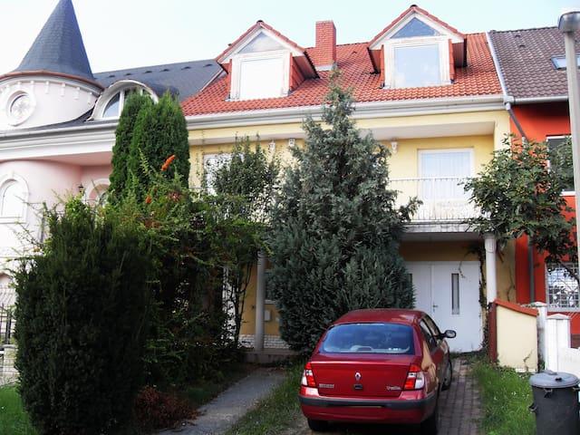 Private house part in garden environment - Pécs - Hus