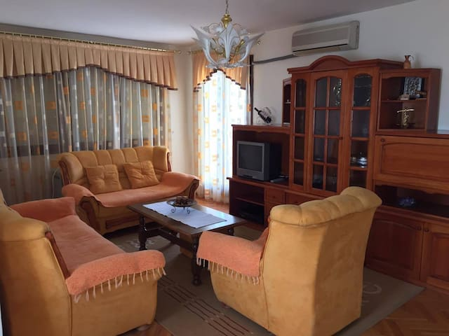 City View Apartment - Kavadartsi - Wohnung