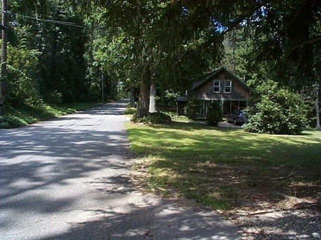 Spacious & Quiet Cottage - Pomfret