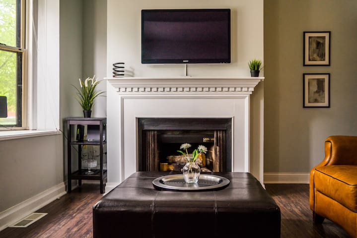 Newly Renovated Central West End Condo with Pool - St. Louis - Leilighet