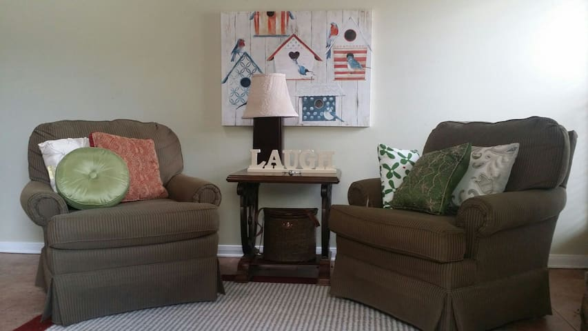 2 bed 2 bath Townhouse, great area! - Destrehan - Appartement