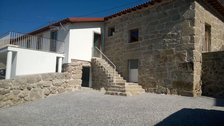 Maison pierre rénovée dans village - Ev