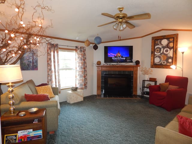 Spacious, 2-BR 2-Bath Appalachian Paradise!   :) - Harrisville