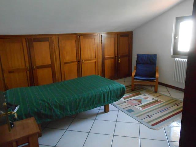 Private room in an attic. - Palazzolo sull'Oglio