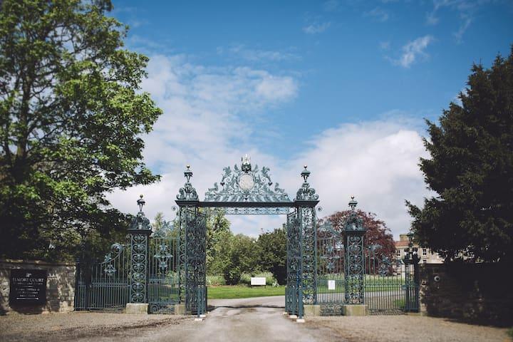 Elmore Court - Elmore - Hus