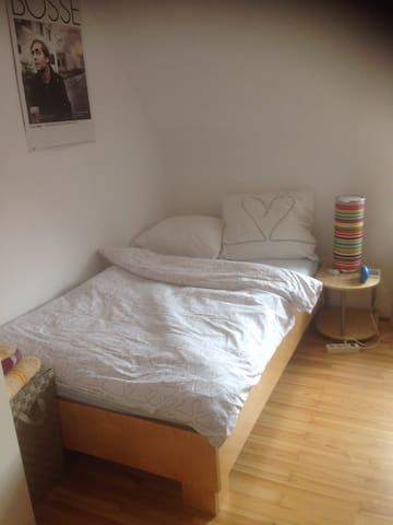 Zimmer in heller Stadtwohnung - 埃朗根(Erlangen) - 公寓
