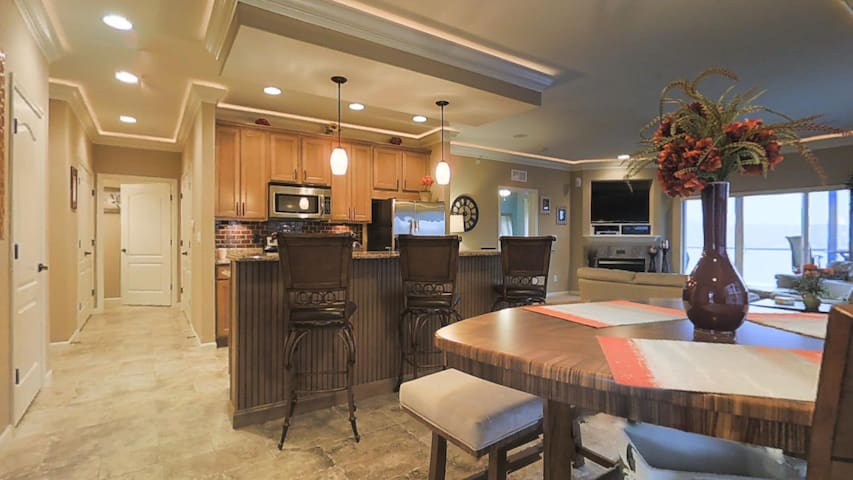 Gorgeous Condo with beautiful main channel views! - Lake Ozark - Lyxvåning