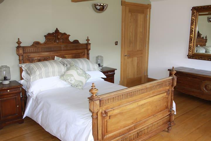 en suite room in beautiful surrounds - Halifax