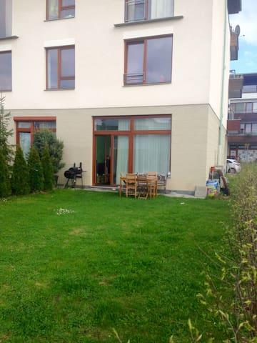 Apartment with nice garden - Dolní Břežany - Leilighet