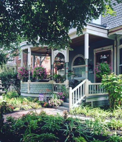 Garnet House B&B - Dayton