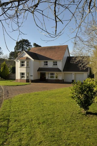 Spacious family home on edge of Gower - Gowerton - Casa