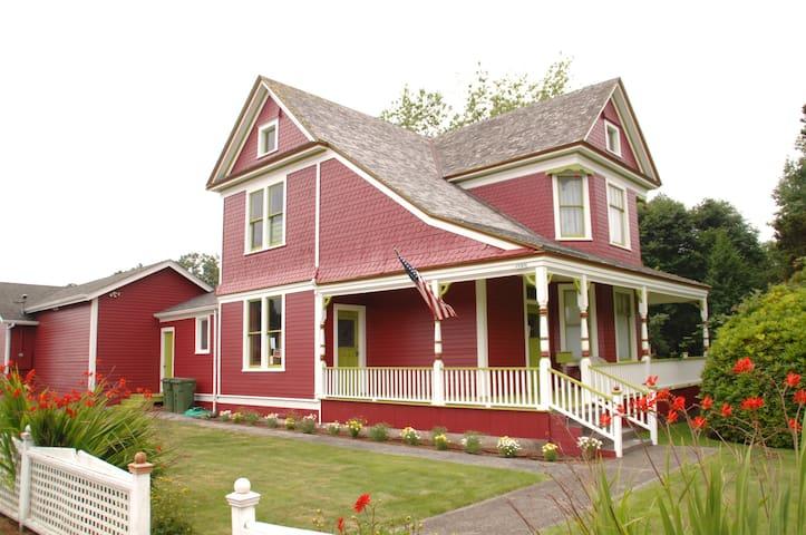 Victorian Sands Studio 1 Mile Drive from Ocean - Warrenton - Leilighet