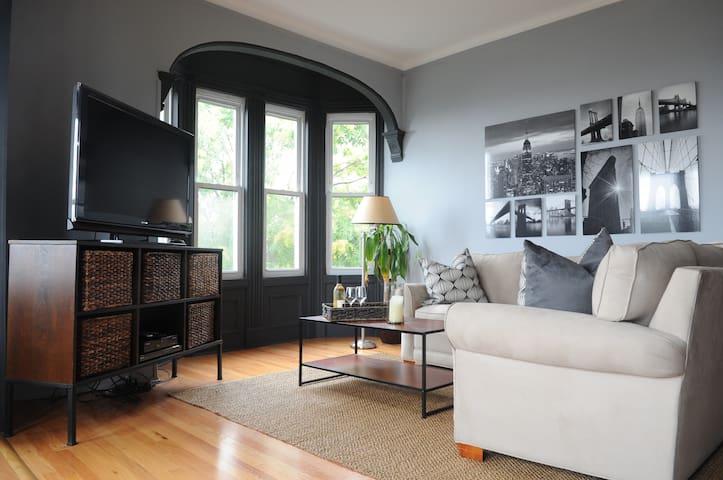 Skyline Views Duplex Apt - Mins to NYC - Weehawken - Apartemen