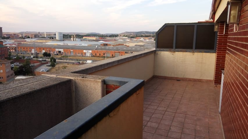 ÁTICO EN PALENCIA, SITUADO EN ZONA TRANQUILA. - Palencia