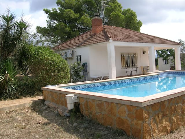 Rural retreat with private pool - Tortosa