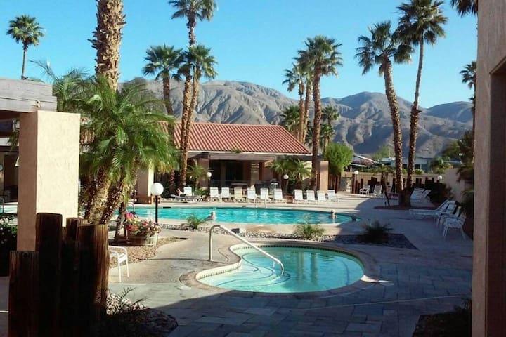 Resort Vacation Home/Hot Springs/Restaurant - Desert Hot Springs - Feriehjem