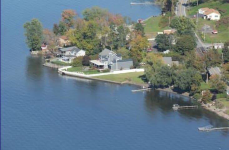 Private, Luxury Living on Saratoga Lake - Saratoga Springs - Casa