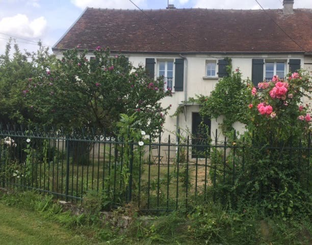 Comfortable cottage in quiet hamlet - Verdelot