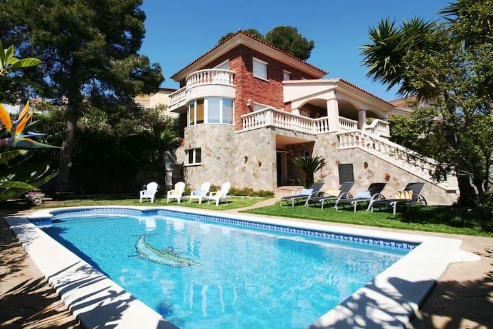 Villa Lotus, jouw vakantie huis met zwembad - Calafell - Huis