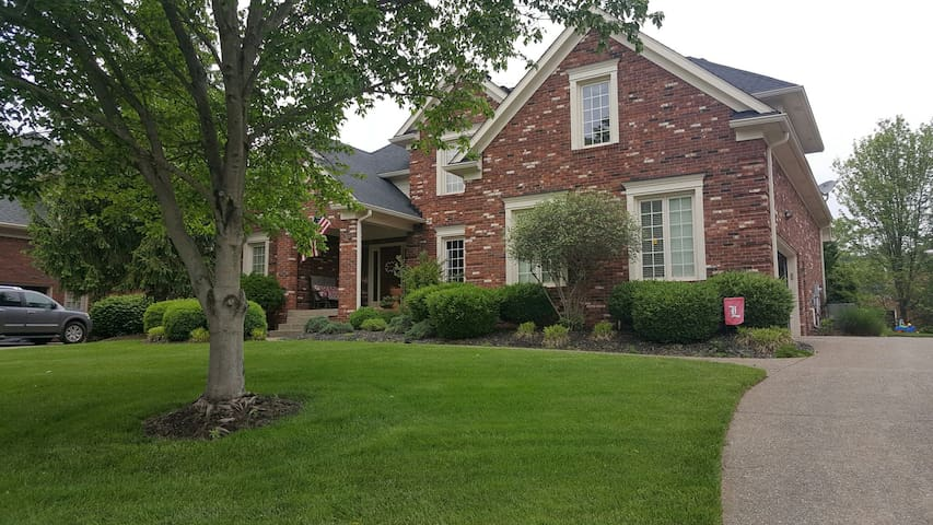 Derby time 4 bed family home - Louisville