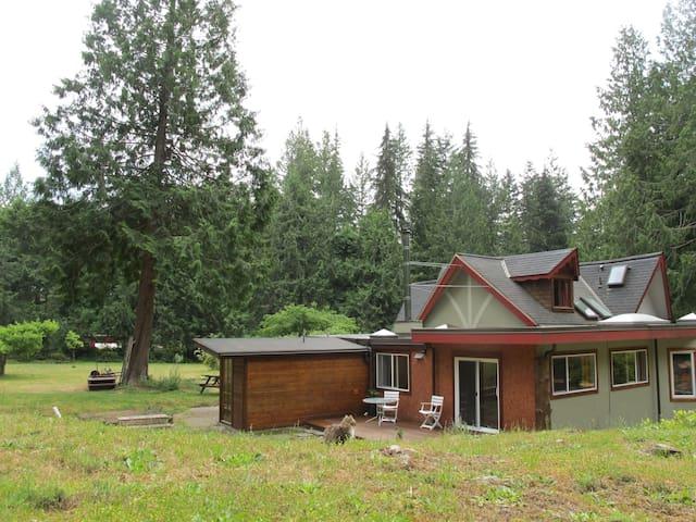 Deer Suite, overlooking forest - Roberts Creek - Appartement