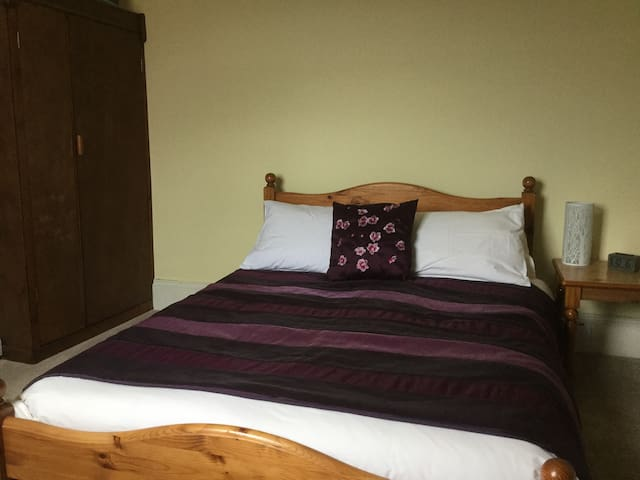 Double room with lovely views over West Reading - Reading - Casa