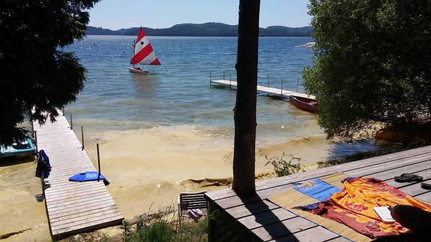 Beach front cottage on warm Lac Heney in QC - Gracefield