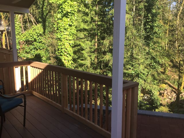 Private Cabin right on creek and 15 foot waterfall - Issaquah - Cabane