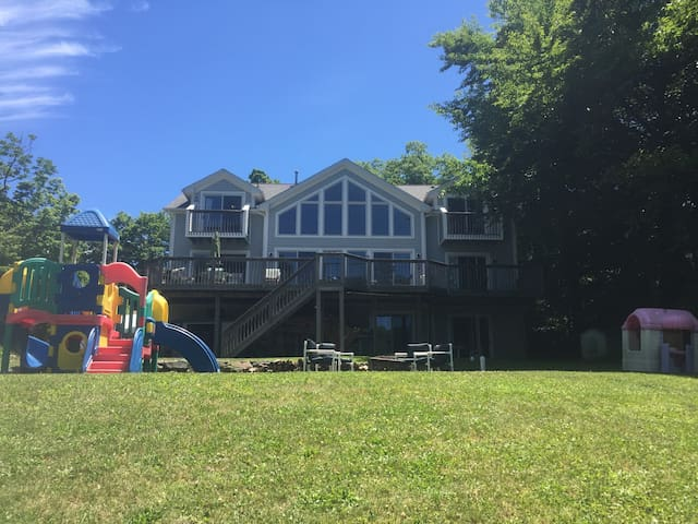Lakefront Home - 1 Hour from NYC - West Milford - Casa