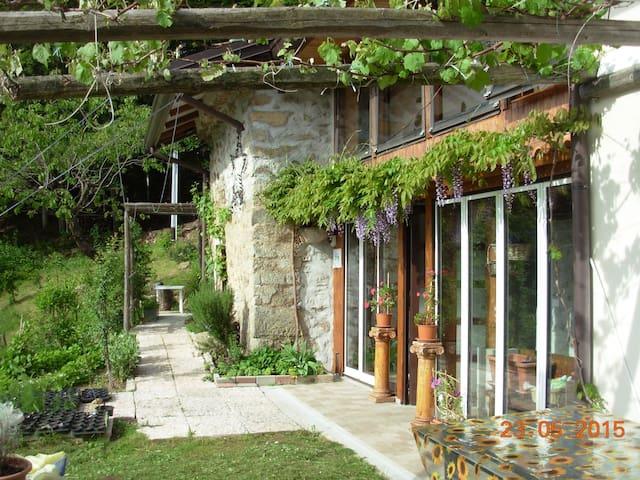 Casa degli Elfi Bed & Breakfast - Netro - 家庭式旅館