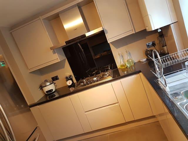 Ground Floor Double Room - Close to Heathrow - Hounslow - Casa
