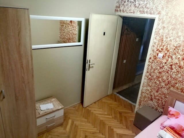 Single studio room - Podgorica - Ev