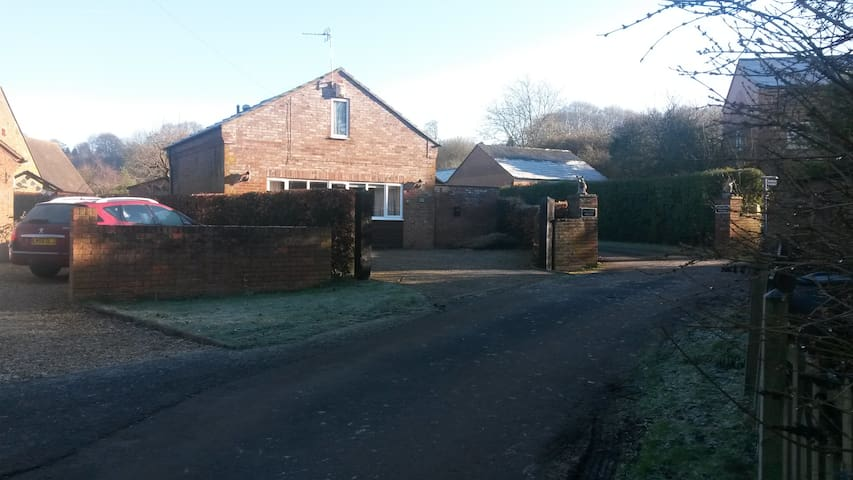 Self-contained Holiday Home, Garden Cottage - Priors Marston