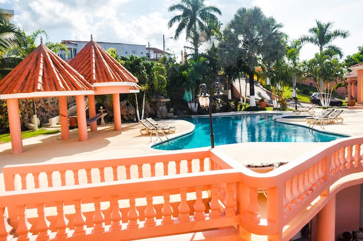 Luxury Villa 1 bed / Private, Full Kitchen, Pool - Tower Isle - Vila