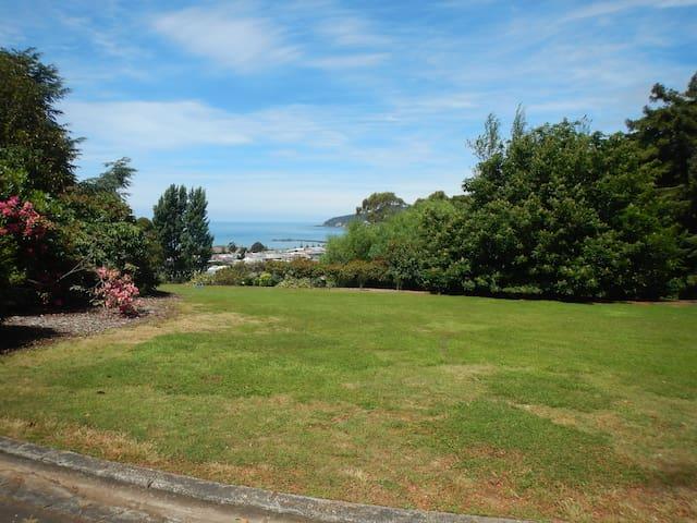 Burnie Port Views - Burnie - Wikt i opierunek